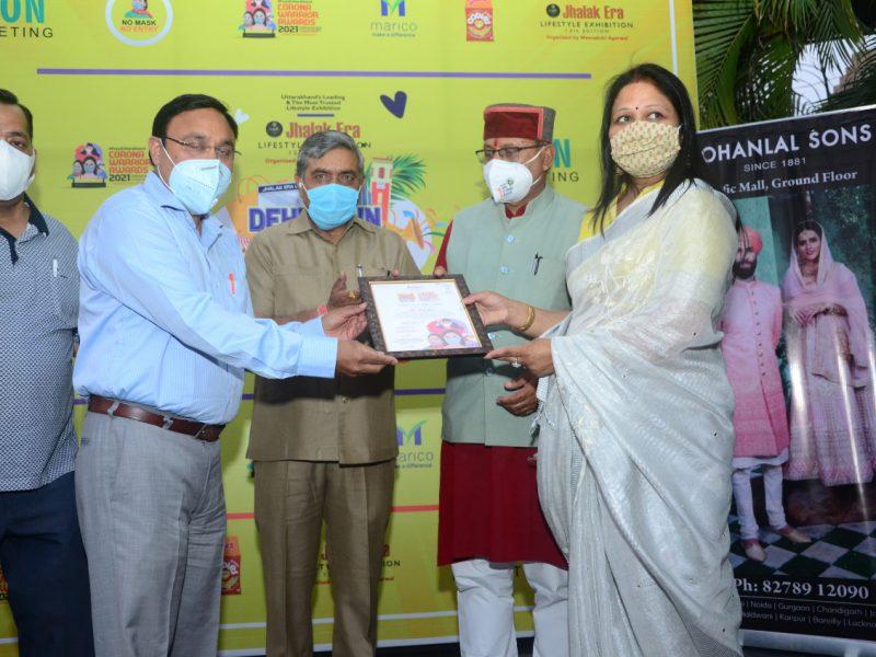 Manoj Govil - State manager, Dehradun receiving certifcate as a COVID Warrier - April 2021